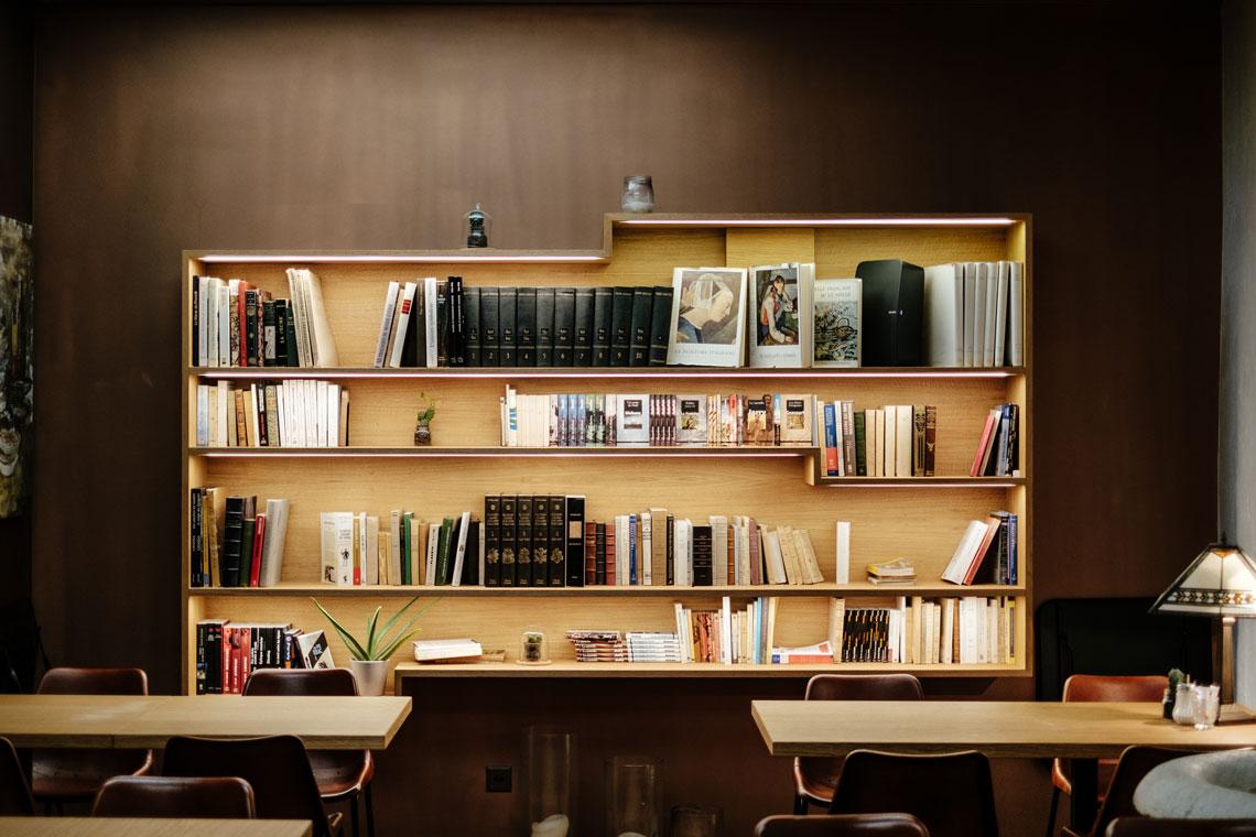17 Essential Business Books For Aspiring Entrepreneurs