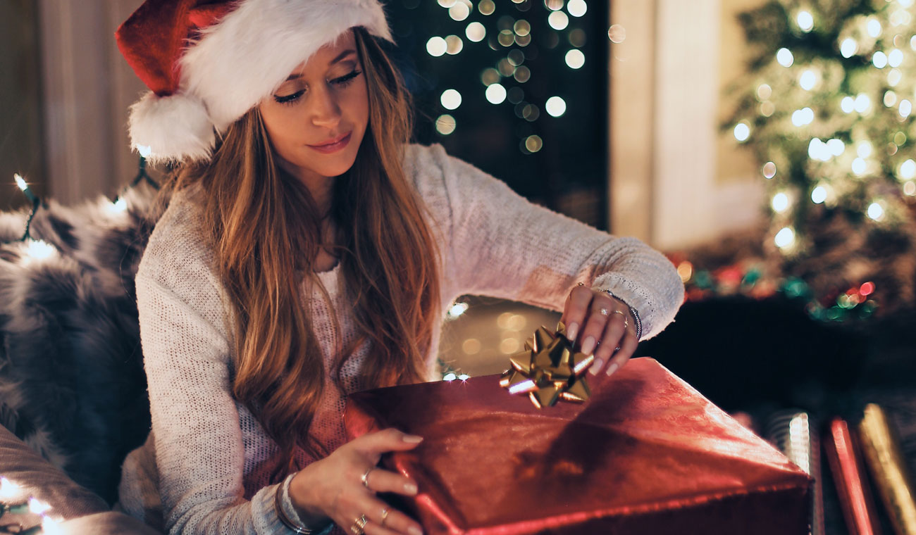 Top 10 Best Gifts for Her Under $25